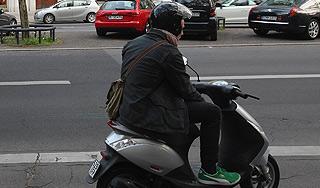 Скутеристы смогут дальше ездить без прав